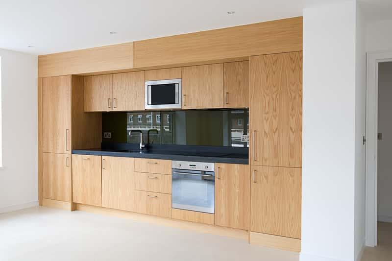 Piekarnik Electrolux zabudowany w nowoczesnych meblach kuchennych, a także rodzaje, modele, ceny oraz opinie o piekarnikach Electrolux