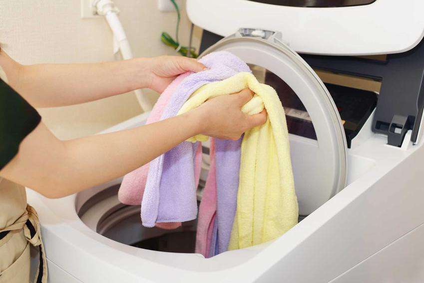 Odkamieniacz do pralki powinien być skuteczny, by na ubraniach nie zostawały ślady po kamieniu ani rdzy. Czyszczenie bębna jest koniecznością.