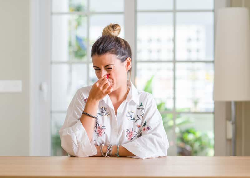 Zapach stęchlizny w domu nie jest przyjemny i dość często unosi się w powietrzu. Usuwanie zapachu stęchlizny nie jest łatwa.