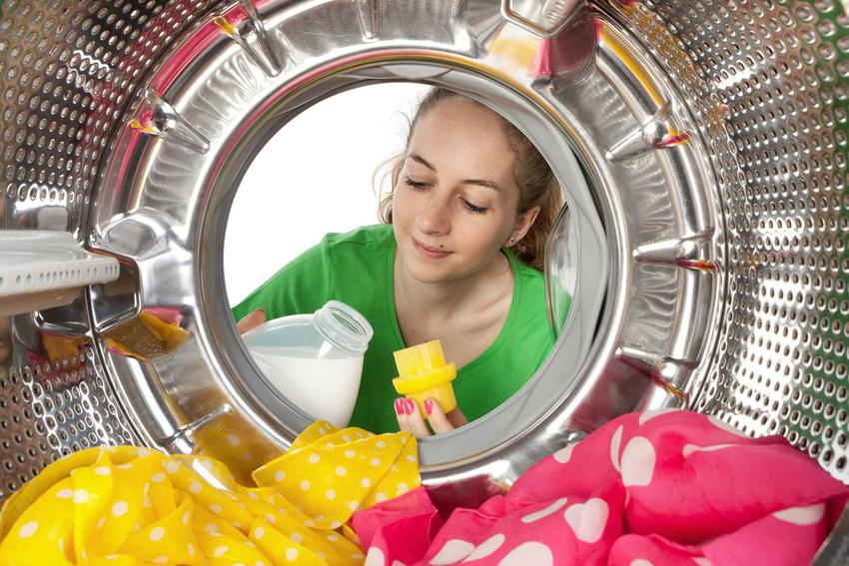 Wlewanie płynu do płukania w różnego rodzaju pralkach różnych producentów znajdują się w innych miejscach. Warto przyjrzeć się oznaczeniom i symbolom