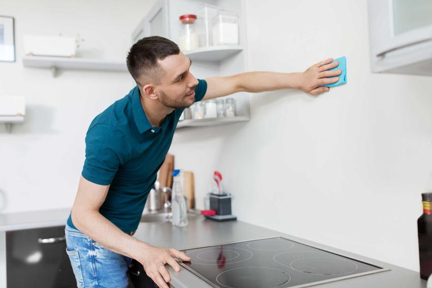 Mycie ściany nie jest trudne. Brudne ściany można oczyścić za pomocą miekkiej ściereczki. Mycie ścian przed malowaniem musi być przeprowadzone bardzo dokładnie.
