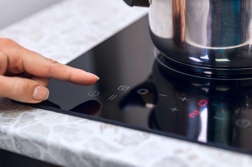 Opinie o płytach indukcyjnych Electrolux są niezmiennie bardzo dobre. Mają bardzo wiele zalet, a ceny są dość wysokie.