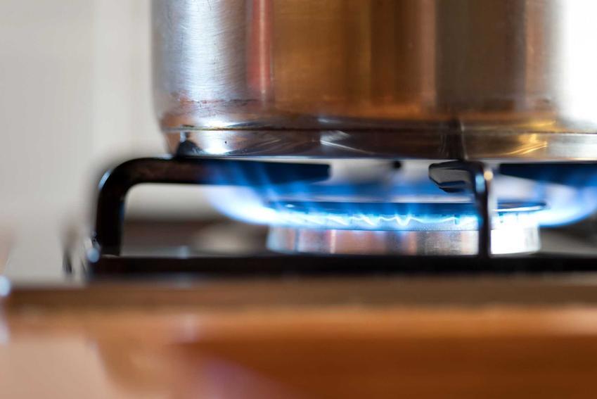 Płyta gazowa szklana podczas gotowania obiadu, a także wady i zalety, opinie, najlepsze modele i polecani producenci