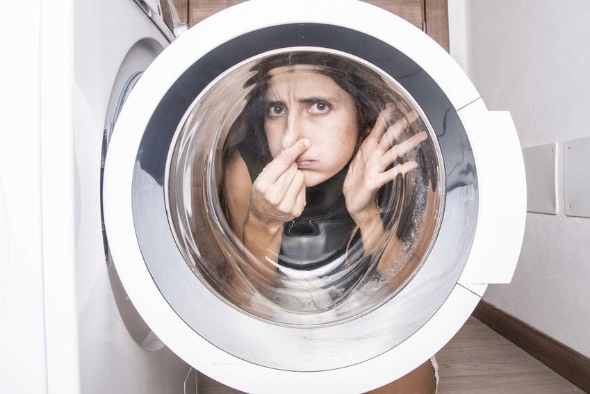 Porady, jak usunąć zapach stęchlizny w pralce, czyli jak pozbyć się brzydkiego zapachu z pralki - produkty, detergenty, opinie