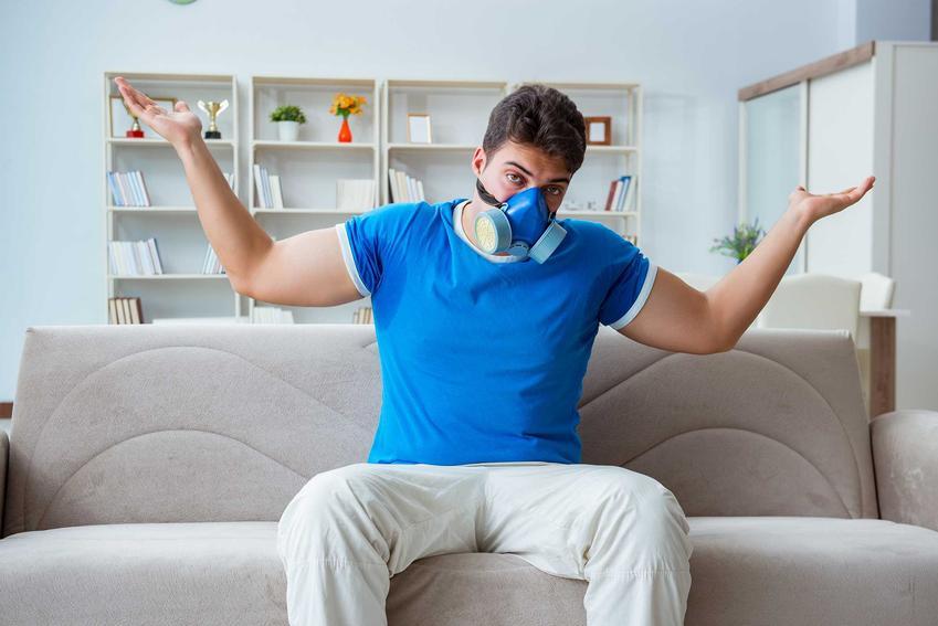 Zapach sctęchlizny w kanapie - porady, jak usunąć nieprzyjemny zapach stęchlizny z mebli domowymi sposobami