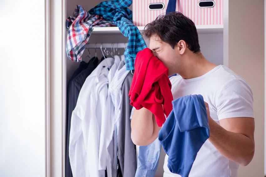 Zapach stęchlizny w szafie - porady dotyczące usuwania zapachu stęchlizny z ubrań i ze starej szafy za pomocą domowych sposobow