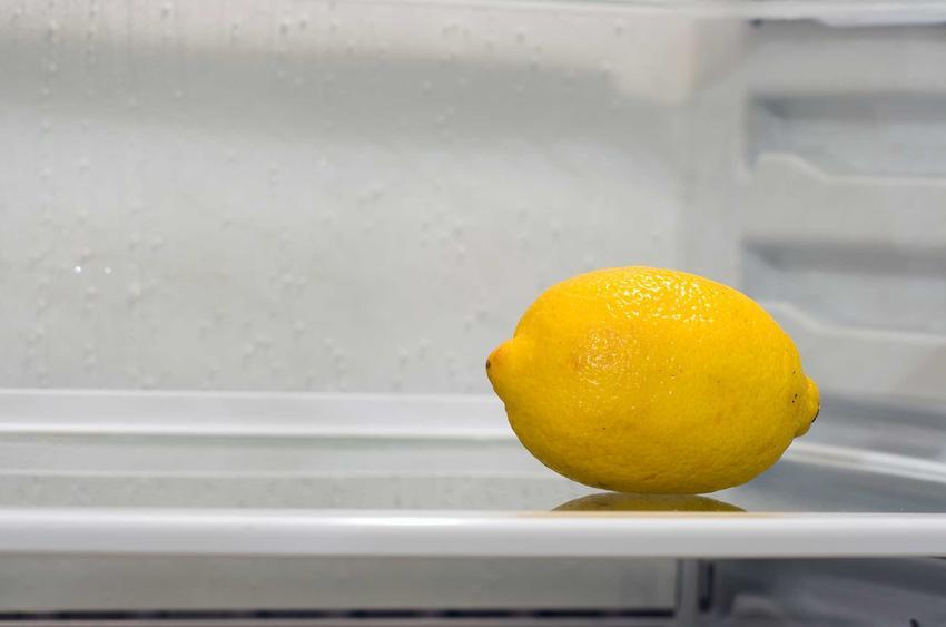 Cytryna w lodówce, czyli naturalny sposób na pochłanianie zapachów w lodówce, a także pochłaniacz zapachów