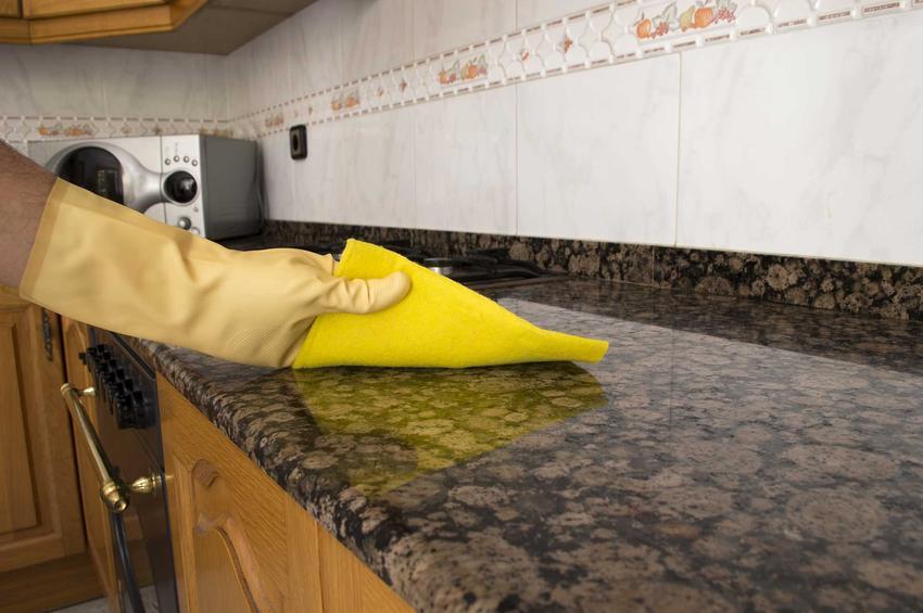 Czyszczenie granitu, a także sposoby i porady, jak dokładnie, szybko i skutecznie oczyścić granitowe elementy w mieszkaniu