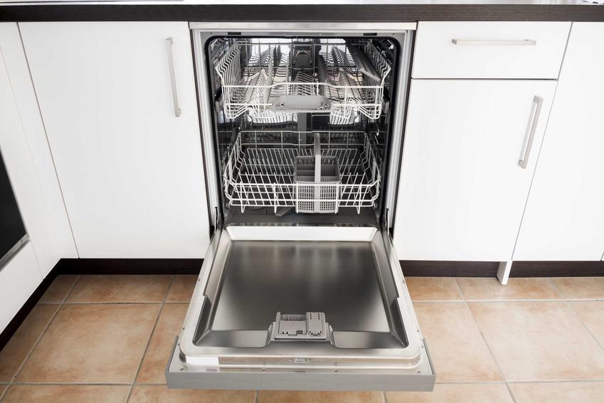 Otwarta zmywarka Bosch w kuchni oraz polecane modele, a także ceny i opinie o zmywarkach Bosch, najnowsze modele i najciekawsze rozwiązania