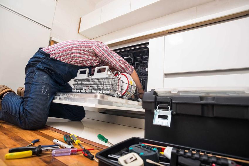Samodzielna naprawa zmywarek w domu niewielkich awarii przed wykonaniem telefonu po profesjonalny serwis zmywarek