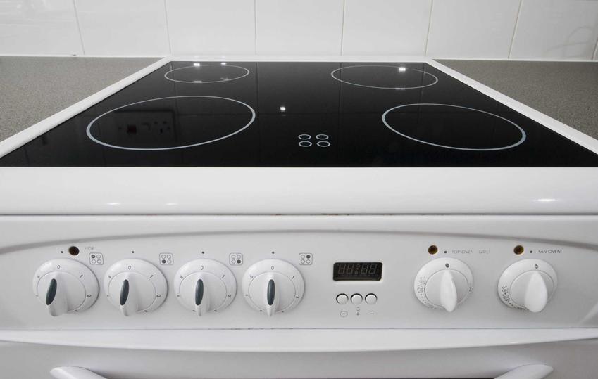 Kuchenka elektryczna z płytą ceramiczną lub piec kuchenny elektryczny z płytą ceramiczną, a także polecane modele i rozwiązania