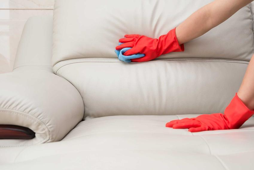 Czyszczenie skóry i usuwanie plam ze skóry znajdujących się na skórzanej kanapie. Porady i domowe sposoby.