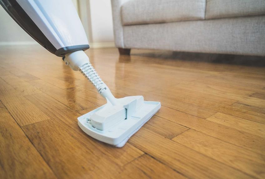 Mop parowy do paneli podłogowych podczas użycia, a także polecane modele i opinie dotyczące najlepszych producentów