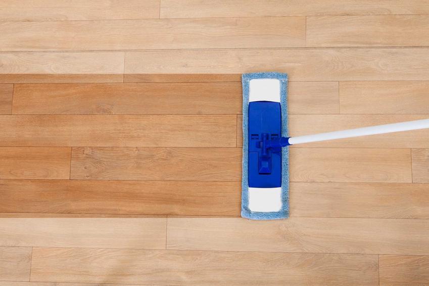 Mop ze spryskiwaczem czy też spray mop podczas mycia podłogi. Polecane modele oraz opinie o najlepszych produktach