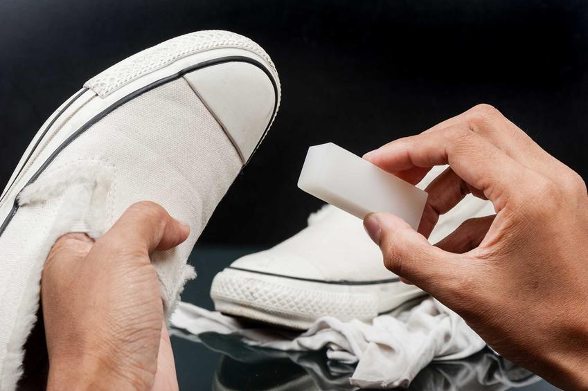 Białe trampki podczas czyszczenia i porady, czym wyczyścić białe buty oraz jak skutecznie usunąć zabrudzenia z białych butów