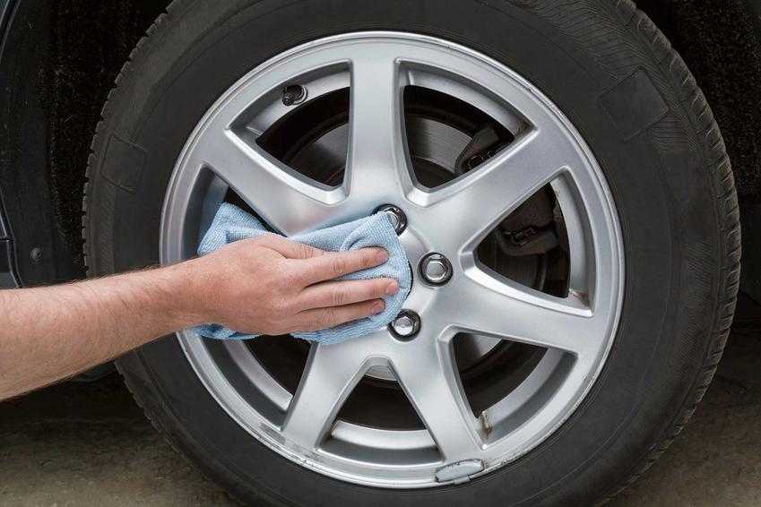 Polerowanie aluminium w formie elementów koła samochodu oraz porady, czym i jak polerować aluminium domowymi i chemicznymi sposobami