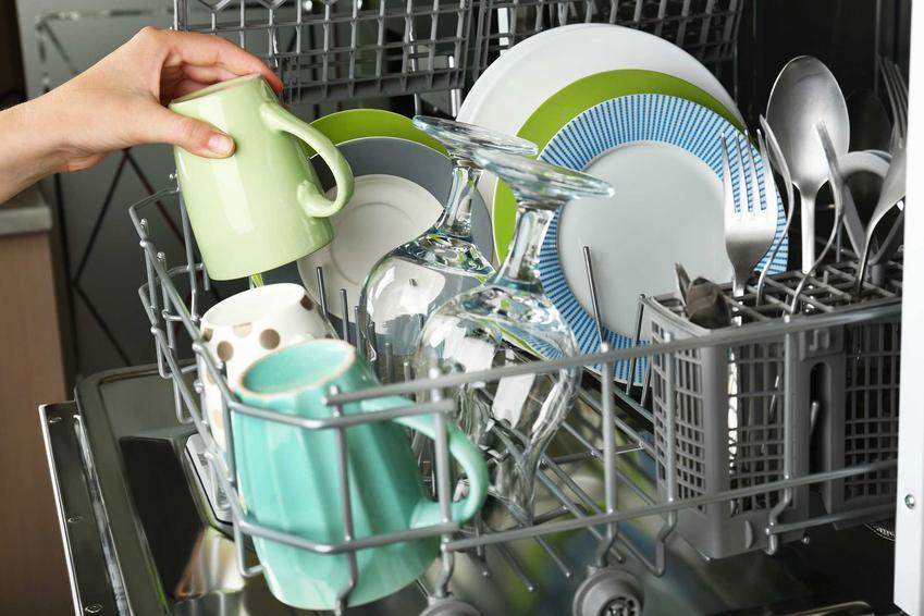 Naczynia w zmywarce oraz porady, jak układać naczynia w zmywarce i sposoby, jak rozmieścić naczynia w zmywarce
