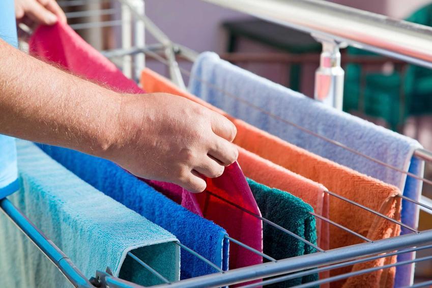 Suszarka balkonowa to najlepszy sposób na szybkie wysuszenie prania w mieszkaniu w bloku. Suszarka nie zajmuje dużo miejsca i nadaje się na mały balkon.