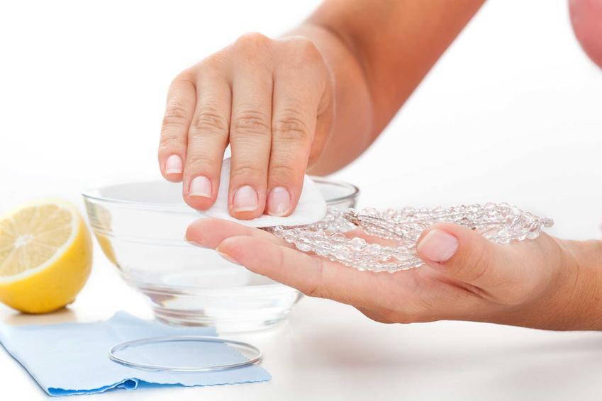 Czyszczenie biżuterii oraz porady, jak wyczyścić złoto, złoty pierścionek czy jak wyczyścić słoty łańcuszek