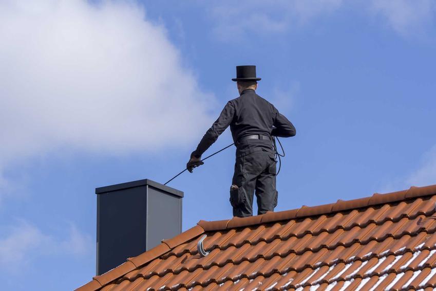 Czyszczenie komina przez kominiarza oraz cennik usług, czyli ile kosztuje czyszczenie komina krok po kroku w różnych miejsach Polski