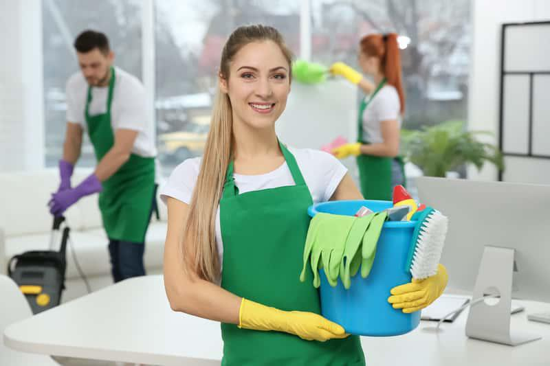 Sprzątanie mieszkania i sprzątanie domu przez firmy sprzątające, czyli ile kosztuje sprzątanie mieszkania w Polsce