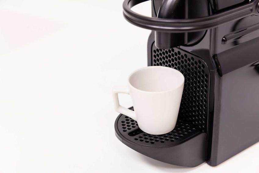 Ekspres do kawy, odkamienianie ekspresu do kawy, w tym odkamienianie sodą i odkamienianie octem oraz inne sposoby