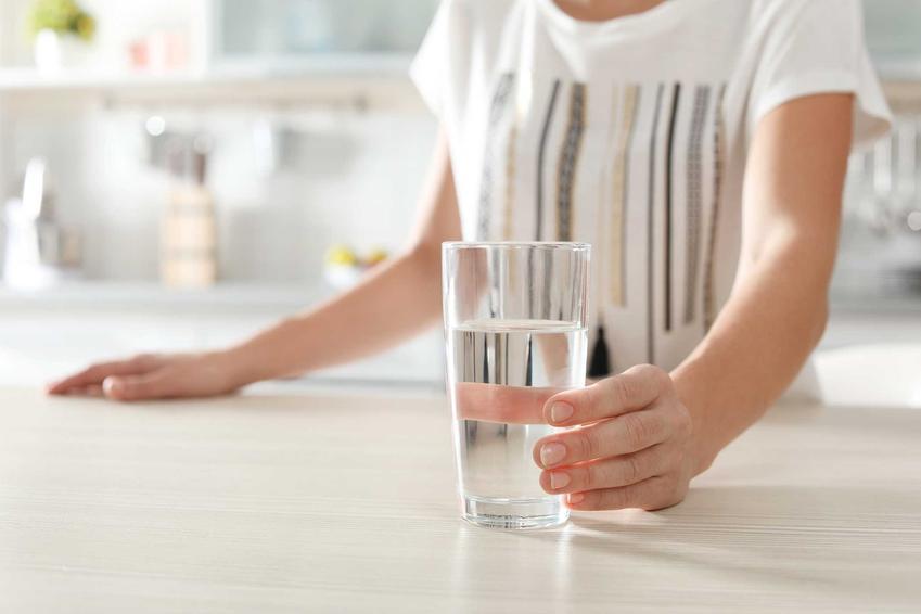 Nawadnianie i picie wody, czyli domowe sposoby na zaparcia i domowe sposoby na zatwardzenie, czyli skuteczne sposoby na problemy z wypróżnianiem
