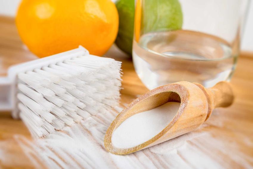Czyszczenie srebra domowymi sposobami daje dużo możliwości.Możesz zastosować sodę oczyszczoną, sól czy sok z cytryny.