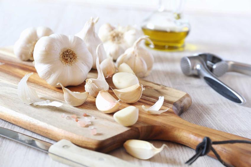 Oliwa i czosnek, czyli domowe sposoby na stłuczenia oraz sposoby na obrzęki, domowe leczenie zadrapiań oraz siniaków