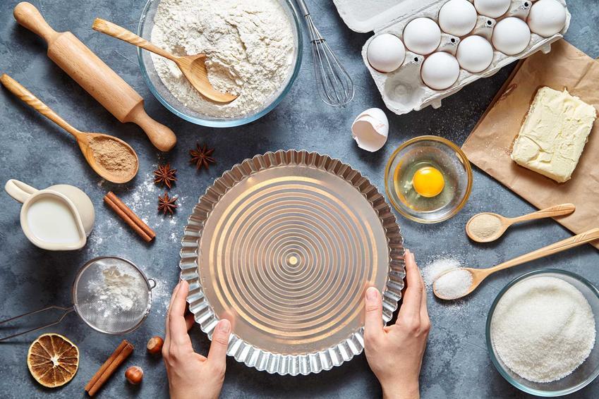 Składniki i forma do pieczenia oraz porady czym zastąpić papier do pieczenia podczas pieczenia ciastek lub ciasta