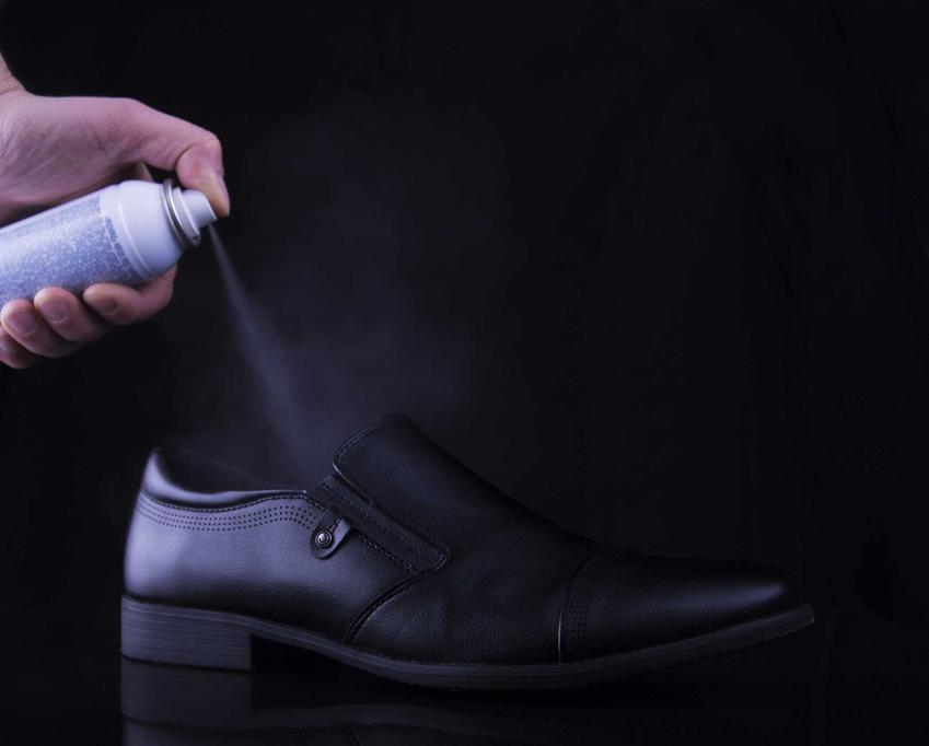 Spray do rozciągania butów lub pianka do rozciągania butów, czyli porady, jak rozciągnąć buty krok po kroku