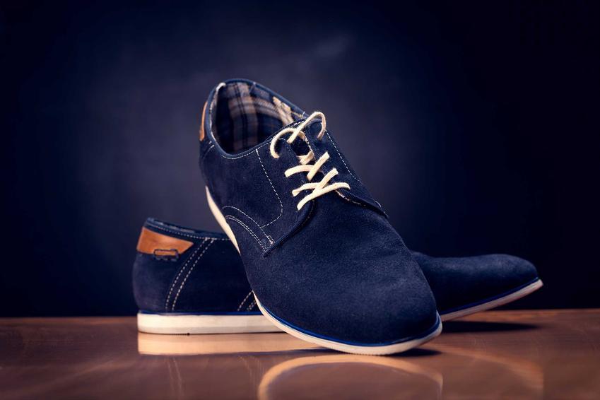 Granatowe buty zamszowe męskie oraz porady, jak rozciągnąć buty zamszowe w palcach krok po kroku domowymi sposobami