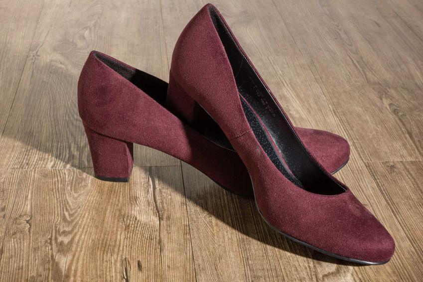 Brązowe buty zamszowe damskie oraz porady, jak rozciągnąć buty zamszowe w palcach domowymi sposobami krok po kroku