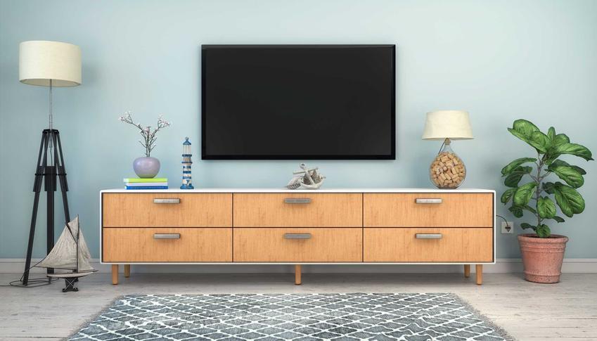 Telewizor na ścianie oraz porady, na jakiej wysokosci powiesić telewizor i jak powiesić telewizor na ścianie