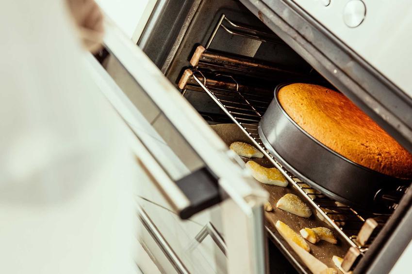 ernik w piekarniku oraz dlaczego sernik opada i porady, co zrobić żeby sernik nie opadł
