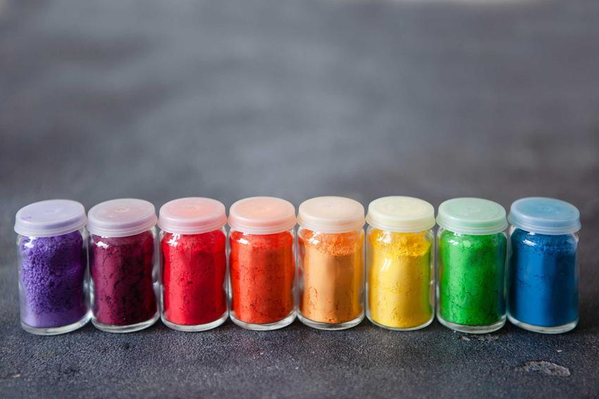 Kolorowe barwniki, a także farbowanie ubrań w pralce automatycznej i farbowanie tkanin na zimno oraz inne domowe sposoby