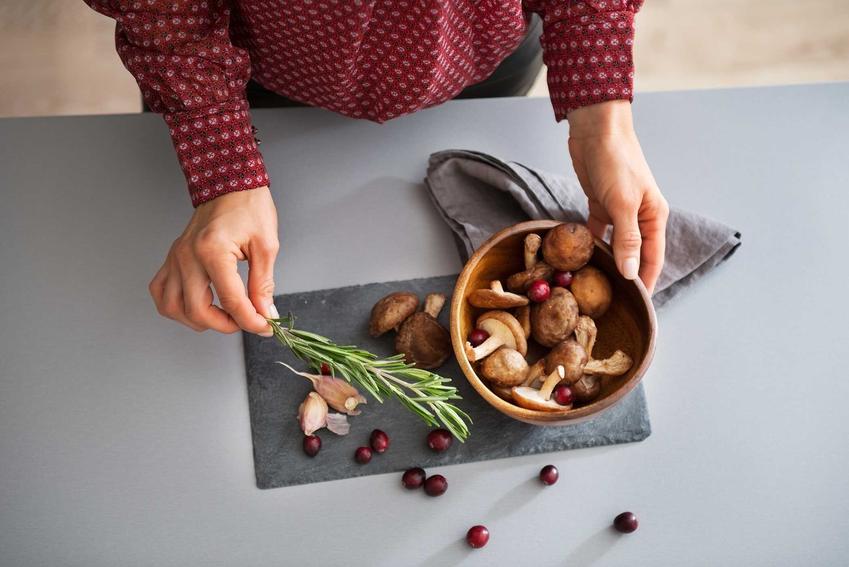 Oczyszczone grzyby, czyli jak długo gotować grzyby oraz ile gotować grzyby suszone i świeże - porady