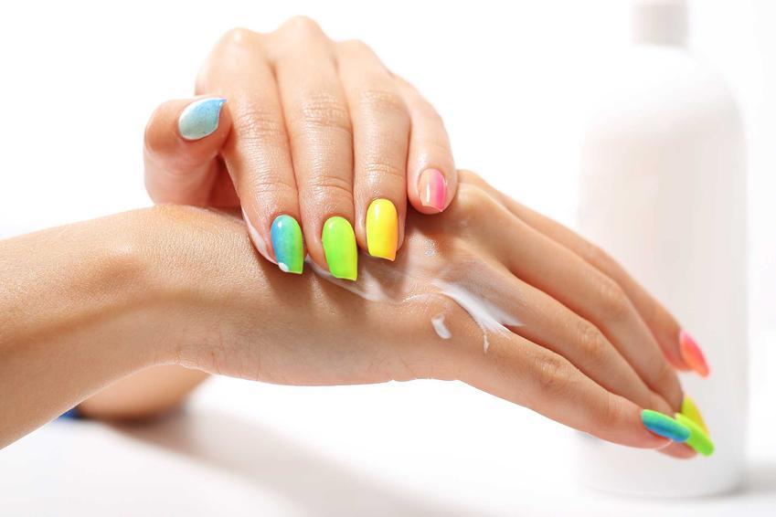 Kolorowe paznokcie oraz porady jak zdjąć tipsy i jak usunąć tipsy plastikowe i inne domowymi sposobami samodzielnie
