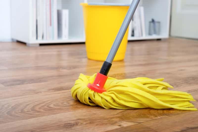 Mycie paneli podłogowych i ich nabłyszczanie jest bardzo ważne, jeśli chcesz, by były w dobrym stanie i naprawdę atrakcyjne.