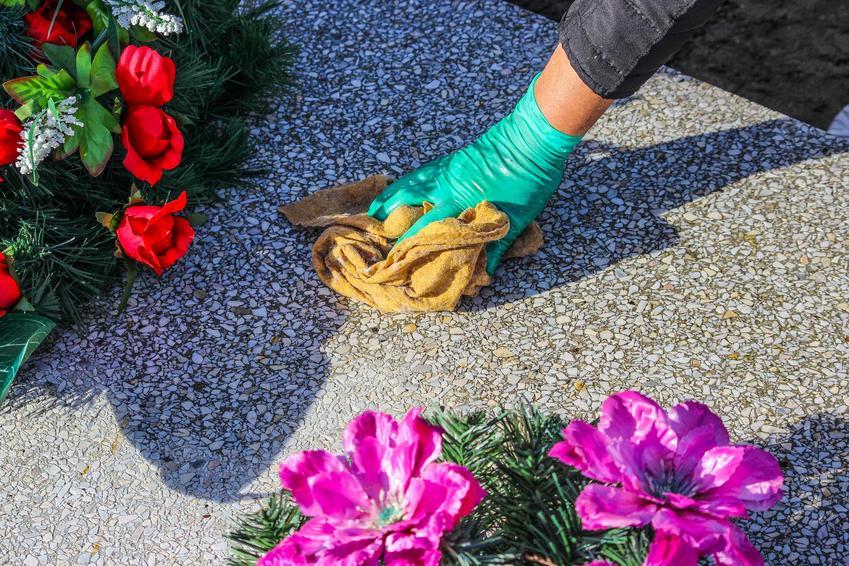 Mycie grobu i rozlany wosk na pomniku, a także porady jak i czym zmyć wosk z pomnika i z kamiennej płyty