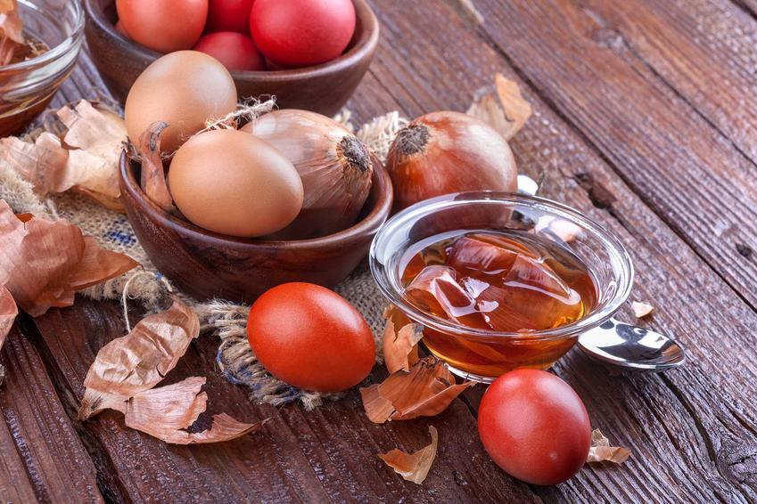 Barwienie jajek cebulą czy też farbowanie jajek w cebuli, czyli sposoby na malowanie jajek w cebuli naturalnie