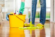 Mycie podłogi - jak myć panele podłogowe, parkiet lub płytki? Porady praktyczne