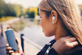 Wybieramy słuchawki bezprzewodowe – rodzaje, ceny, opinie, modele