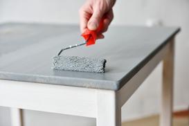 Jak odnowić i pomalować meble kuchenne – poradnik praktyczny