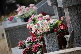 Jak zrobić wiązankę na cmentarz krok po kroku – poradnik