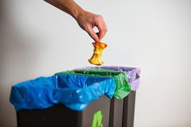 Przegląd pojemników na śmieci – zobacz, który warto wybrać