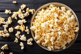 Jak zrobić popcorn krok po korku? Oto 3 najlepsze, domowe sposoby