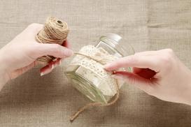 4 najlepsze pomysły na stroiki wielkanocne w szkle - sprawdź je!