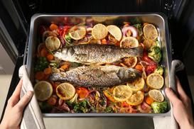 Jak przygotować rybę w piekarniku? Przedstawiamy krok po kroku
