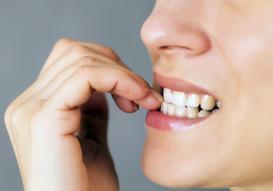 Obgryzanie paznokci u dorosłych - przyczyny choroby, leczenie, porady